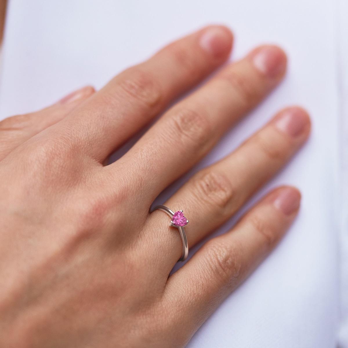 safír - zásnubní prsten